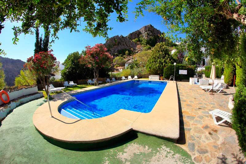 piscina en nuestros alojamientos andaluces
