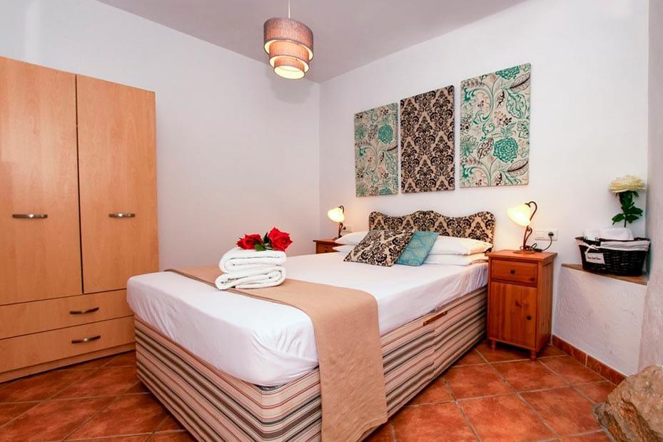 Dormitorio doble con armario espacioso