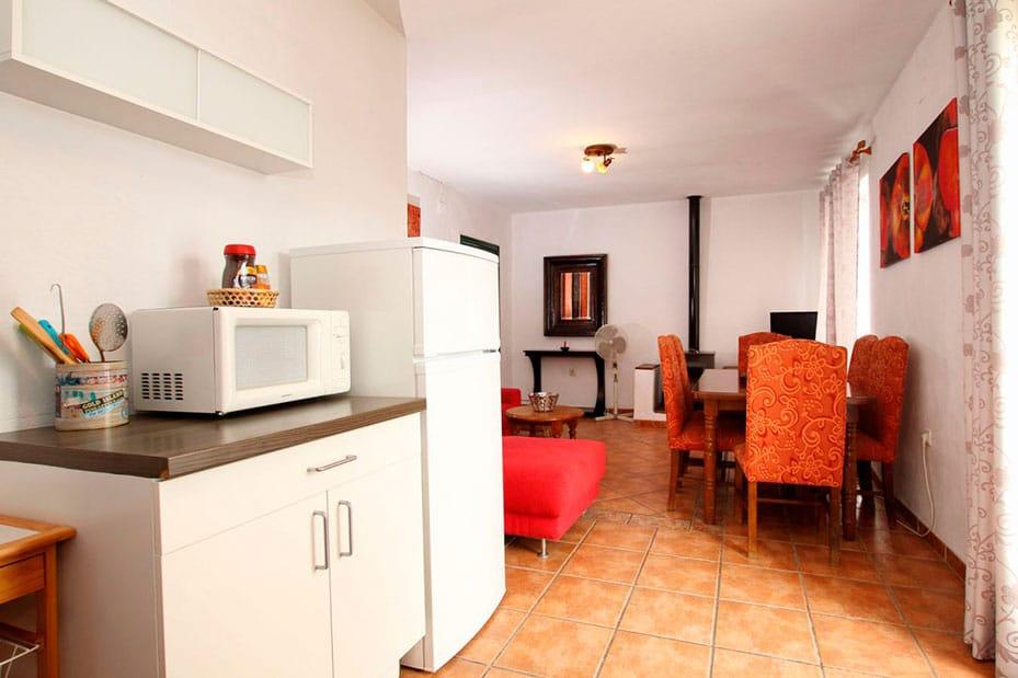 Cocina y salón compartidos en casita Ronda