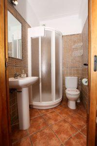 Plato de ducha en baño Ronda