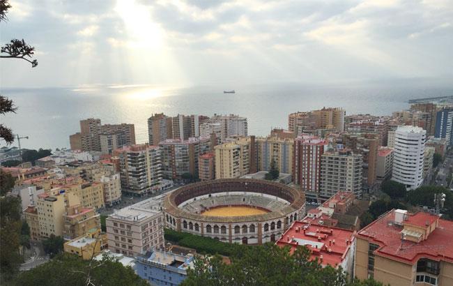Vistas del mar y plaza de toro de Málaga