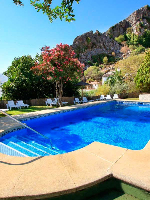 piscina, montaña, restaurantes.. todo en casitas de la sierra