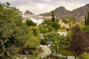 Vistas a las zonas verdes del complejo de Casitas de la Sierra