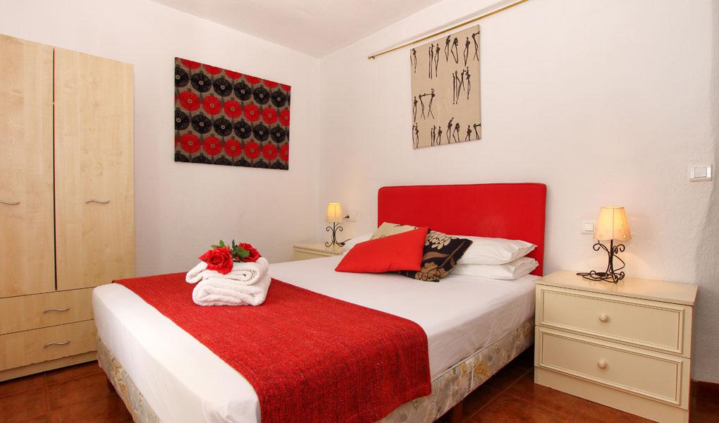 Dormitorio cama de matrimonio en Casita Ronda