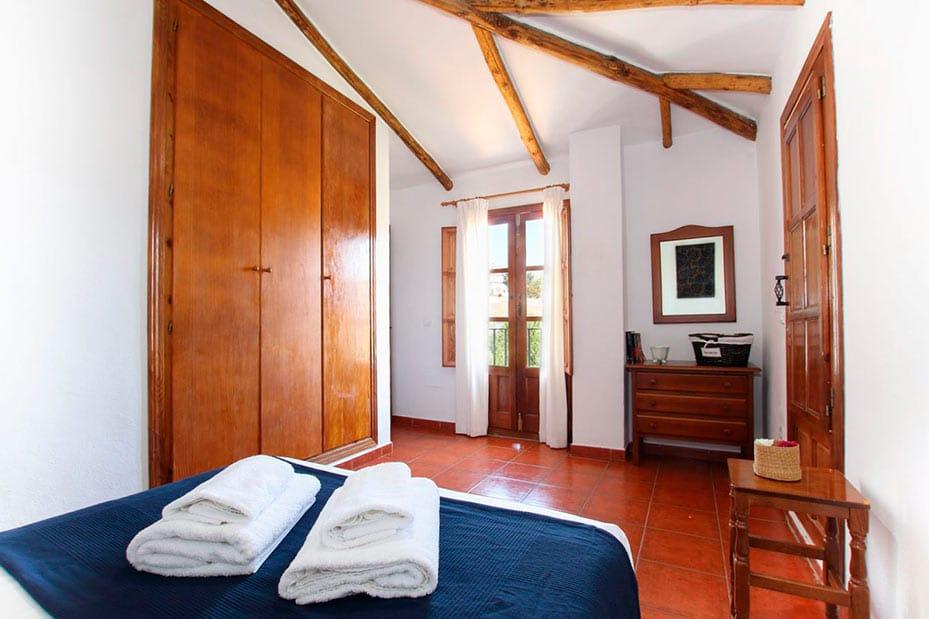 Habitación doble con armarios grandes
